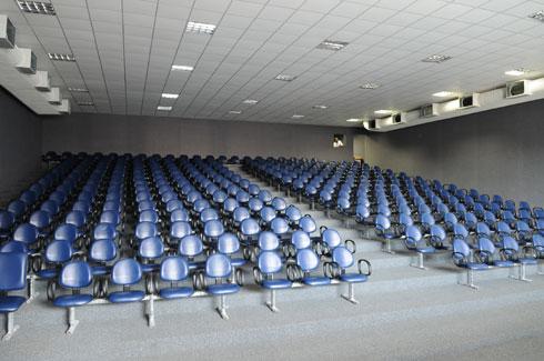 Auditório com capacidade para 400 pessoas