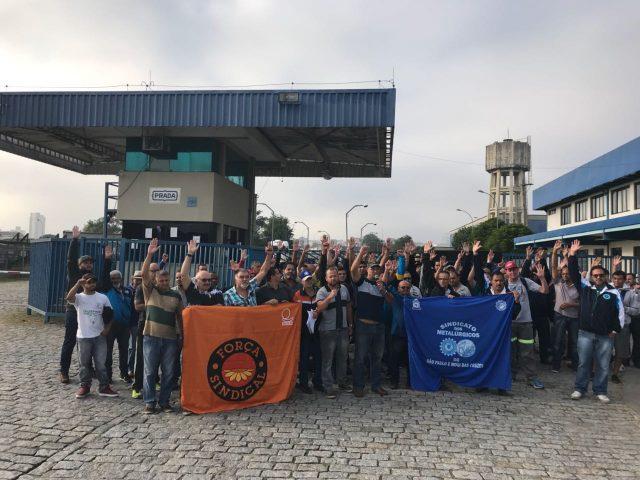 24eec1423 Os trabalhadores da unidade de Mogi do turno da manhã em solidariedade e  apoio aos companheiros da capital também paralisaram suas funções.