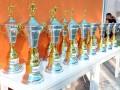 Troféus para todos os 16 times participantes